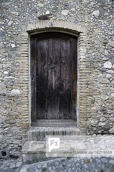 Frankreich  Alte Tür eines antiken Hauses Frankreich, Alte Tür eines antiken Hauses