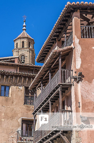 Spain  autonomous community of Aragon  Province of Teruel  Albarracin vilage (Most Beautiful Village in Spain)  house with wooden balconies