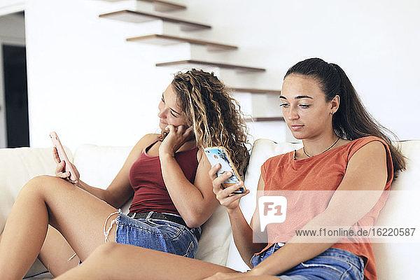 Mädchen im Teenageralter und soziale Medien