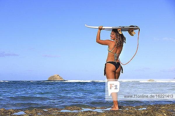 Schöne Surferin