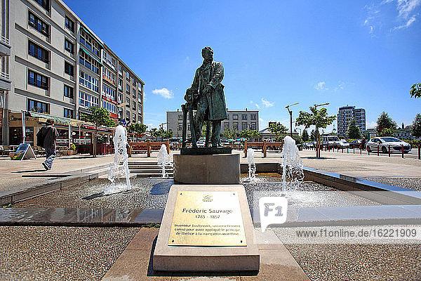 Frankreich  Pas-de-Calais  Boulogne sur Mer  Statue von Frederic sauvage