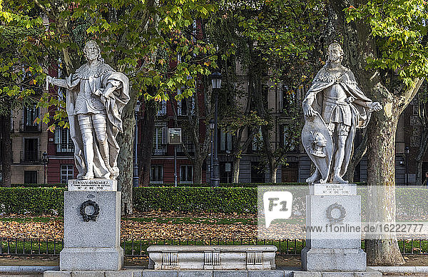Spain  Madrid  Royal Palace  Cabo Noval garden with statues of the Spanish kings (Fernand Gonzalez of Castile and Ramiro of Leon)