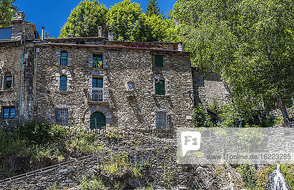 Spanien  Katalonien  Pyrenäen  Vall de Nuria  Dorf Queralbs (10. Jahrhundert)