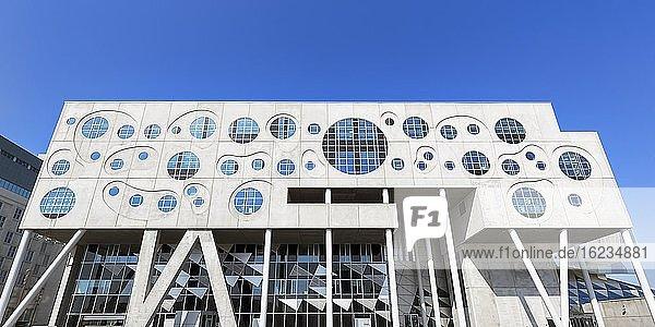 Fassade aus Beton und Glas  verschiedene geometrische Formen  moderne Architektur  Konzerthaus und Musikhochschule Musikkens Hus  Haus der Musik  Architekt Coop Himmelblau  Hafenfront  Aalborg  Ålborg  Jütland  Dänemark  Europa