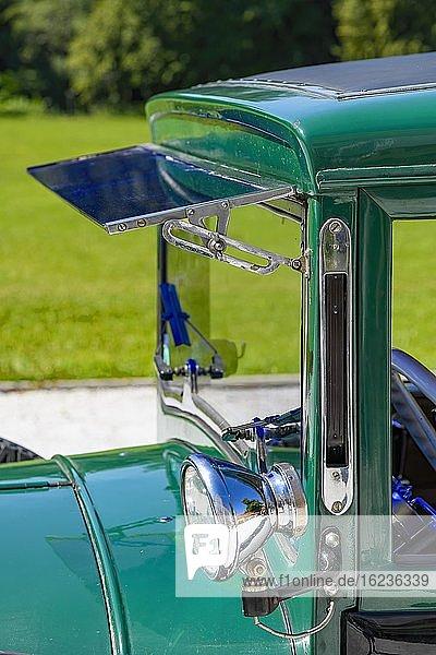 Oldtimer Steyr XXX Limousine 1931  6 Zylinder  2078 ccm  40 PS  3 Gang  95-100 kmh  Detail Scheinwerfer  Winker  Frontfenster  Österreich  Europa