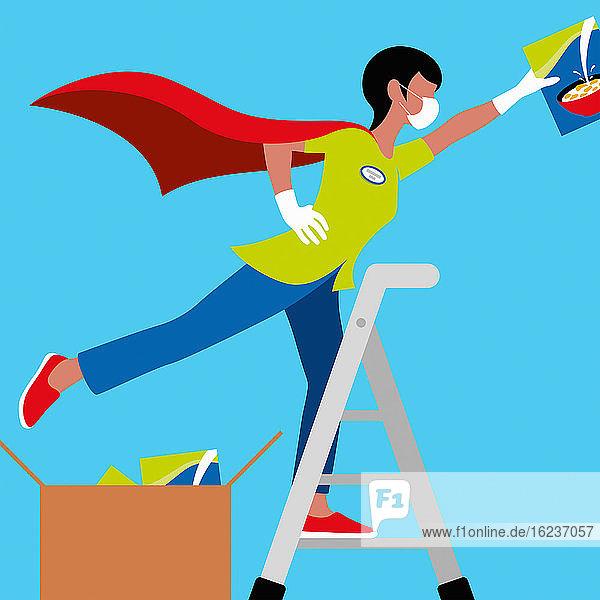 Angestellte im Supermarkt als Superheldin befüllt Regal