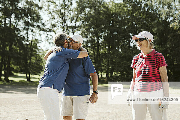 Glückliche Senioren zusammen