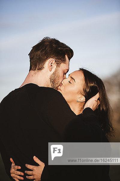 Paar küssend