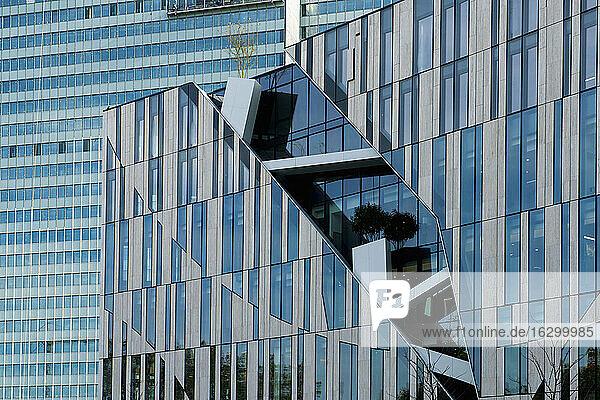 Germany  North Rhine-Westphalia  Duesseldorf  Koe-Bogen  department store Breuninger  in the background Dreischeibenhaus