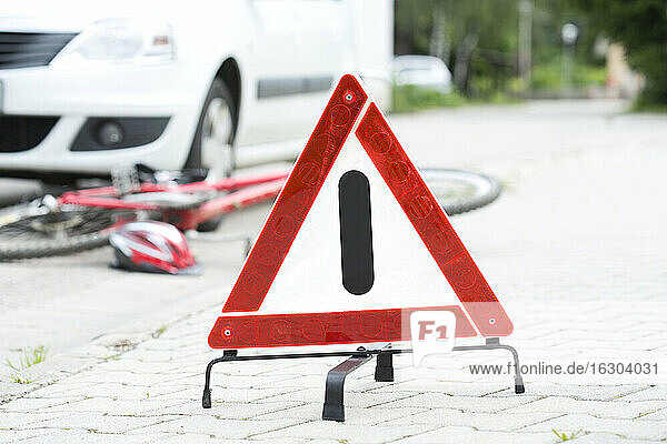 Warning triangle in front of crash scene