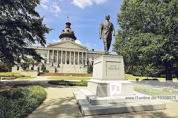 USA  South Carolina  Columbia  Statue of Senator Strom Thurmond at South Carolina State House