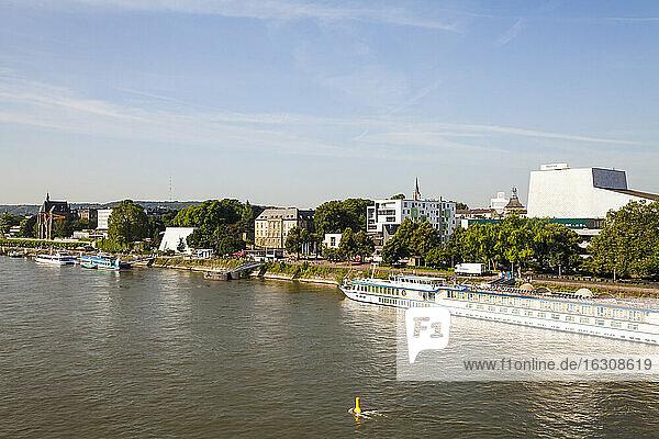 Germany  North Rhine-Westphalia  Bonn  city view with Rhine river