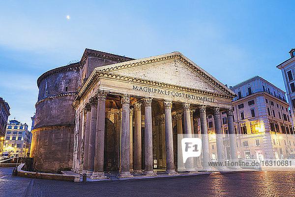 Italy  Lazio  Rome  Pantheon  Piazza della Rotonda in the evening