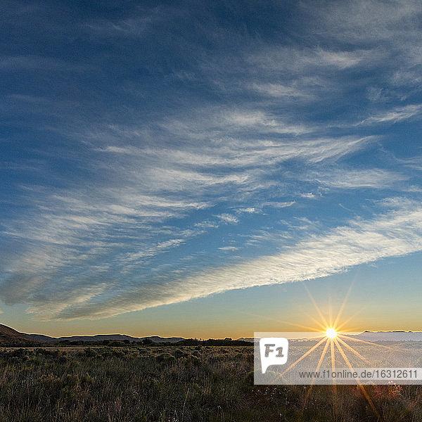 USA  Idaho  Sun Valley  Wolken über den Feldern bei Sonnenuntergang