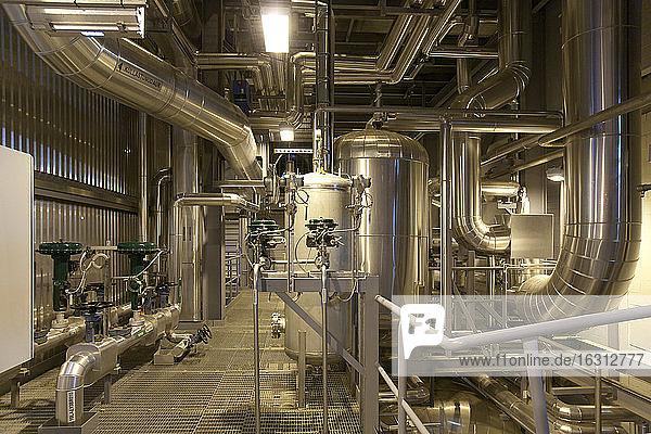 Industrierohre in einem Kraftwerk