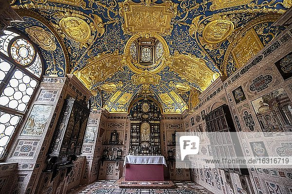 Rich chapel  private prayer and devotional room of Duke Maximilian I in the Residenzmuseum  Munich Residence  Munich  Upper Bavaria  Bavaria  Germany  Europe