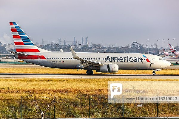 Los Angeles  United States  April 14  2019: A Boeing 737-800 aircraft of American Airlines with registration number N936NN at Los Angeles Airport (LAX) in the United States  North America