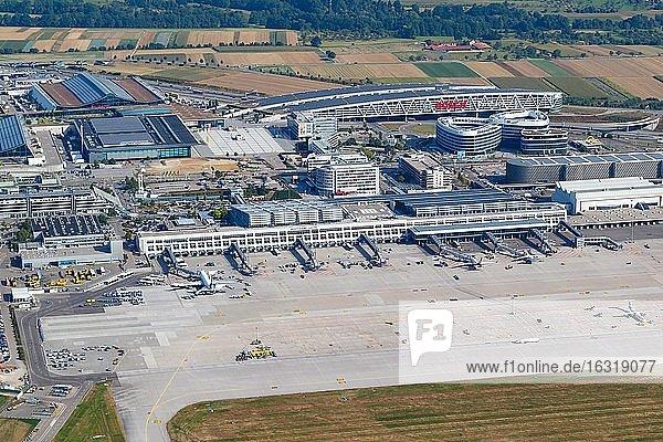 Übersicht Flughafen Stuttgart (STR) in Deutschland mit Terminals und Messe,  Stuttgart,  Deutschland,  Europa