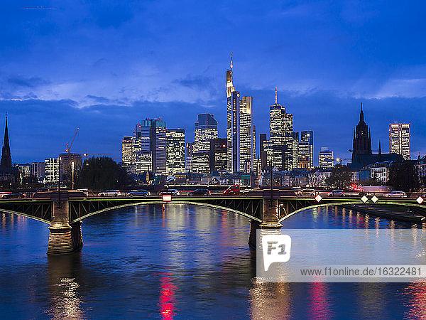 Germany  Frankfurt  River Main with Ignatz Bubis Bridge  skyline of finanial district in background