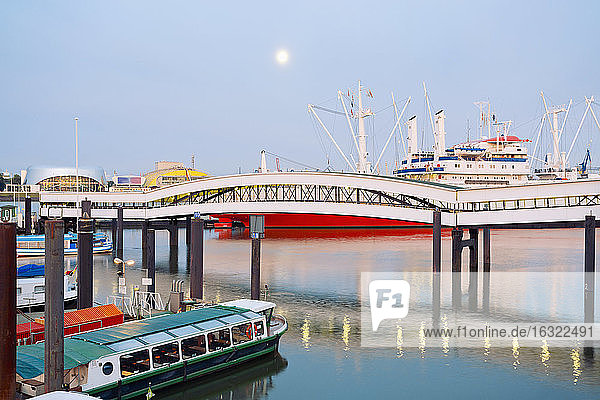 Germany  Hamburg  Uebersee bridge  landing pier