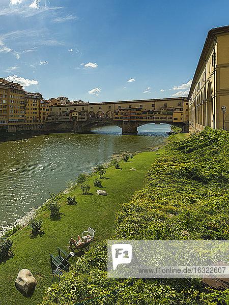 Italy  Florence  view to Ponte Vecchio