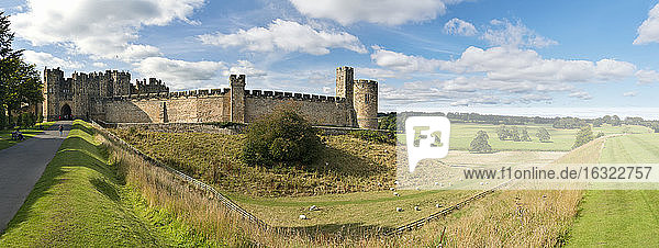 UK  Alnwick  view to Alnwick Castle