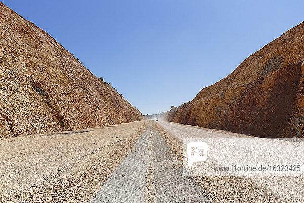 Turkey  Anatolia  South East Anatolia  Sanliurfa Province  Road works