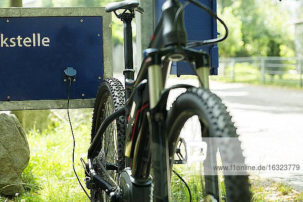 Electric mountainbike  charging