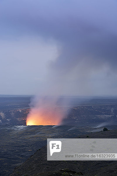 USA  Hawaii  Big Island  Volcanoes National Park  Kilauea caldera with volcanic eruption of Halemaumau