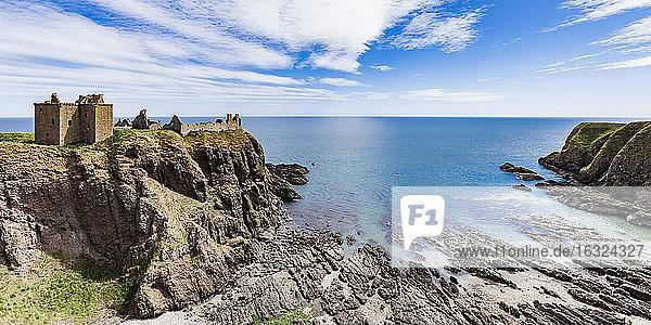 Scotland  Aberdeenshire  Ruins of Dunnotar Castle at the sea