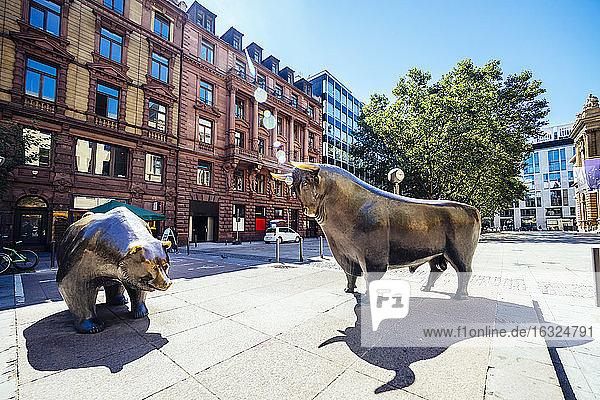 Germany  Frankfurt  bull and bear bronze sculptures at Stock Exchange