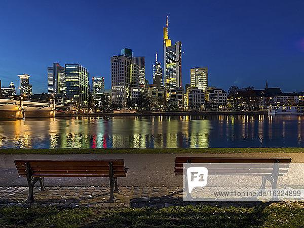 Germany  Frankfurt  view to skyline from Schaumainkai at twilight