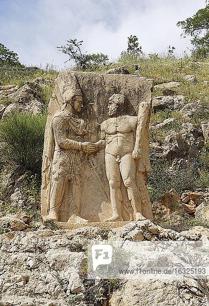 Turkey  Anatolia  South East Anatolia  Adiyaman Province  Kahta  Nemrut Dagi National Park  Arsameia on the Nymphaios  Dexiosisrelief of Antiochos and Heracles