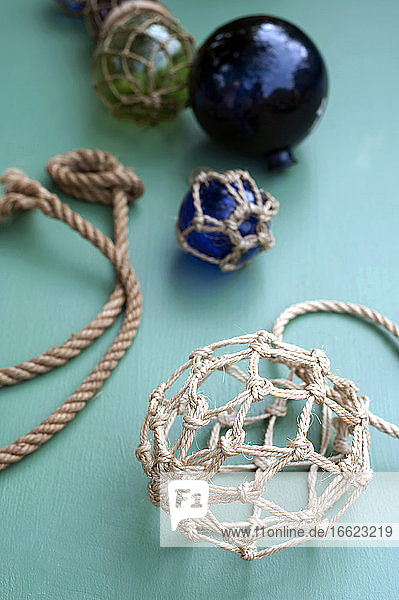 DIYmaritime decorations made of crystal balls wrapped in macrame netting made of rope