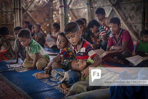 Children in a madrasah  Koran school  camp for Rohingya refugees from Myanmar  Kutupalong  Cox Bazar  Bangladesh  Asia