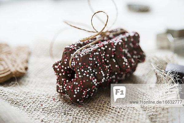 Lebkuchen stars with dark chocolate glaze