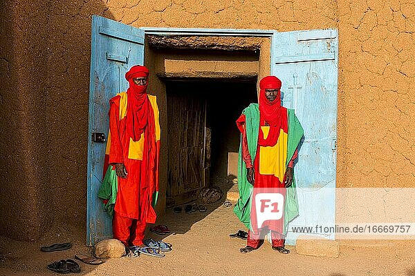 Colourful dressed bodyguards of the sultan of Agadez  Unesco world heritage sight Agadez  Niger  Africa