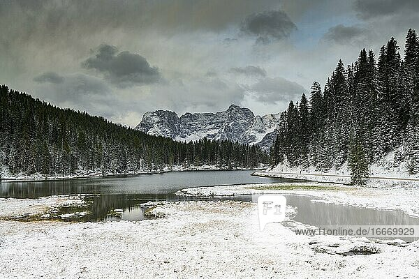 Lago di Misurina  morning mood with first snow  Dolomites  Italy  Europe