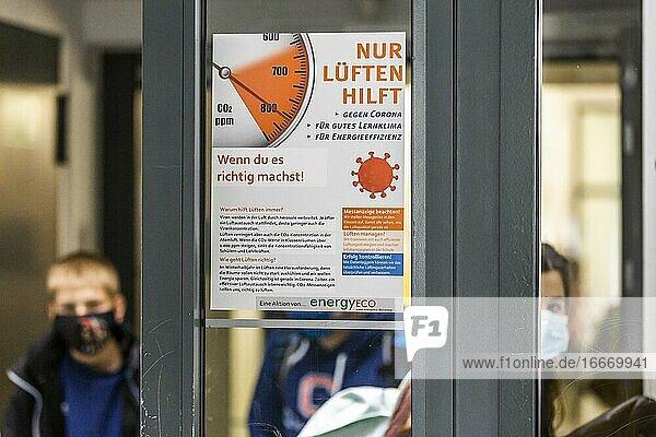 Campaign poster Nur Lüften hilft der Schülerfirma energyECO at Robert-Havemann-Gymnasium in Karow  Berlin  Germany  Europe