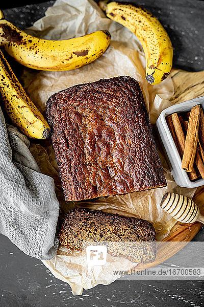 Hausgemachtes Bananenbrot Rustikales Fladenbrot Frische Zutaten Honig Eier