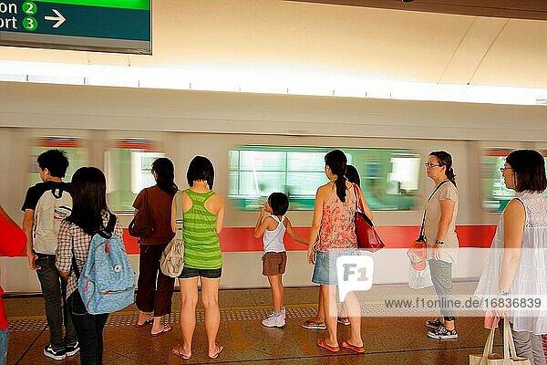MRT-Bahnhof  MRT-Bahnsteig  Singapur