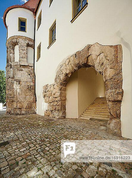 antikes Römertor Porta praetoria  Regensburg   Bayern  Deutschland  ancient Roman gate Porta praetoria  Regensburg   Bavaria  Germany 