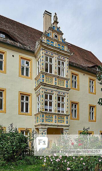 Bunte Fassade eines Hauses in Rothenburg ob der Tauber  Mittelfranken  Bayern  Deutschland  Colorful facade of a house in Rothenburg ob der Tauber  Bavaria  Germany 