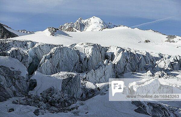 Glacier du Tour  Gletscher und Berggipfel  Hochalpine Landschaft  Gipfel des Aiguille du Chardonnet  Chamonix  Haute-Savoie  Frankreich  Europa