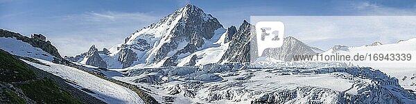 Links Berghütte Refuge Albert 1er  Bergpanorama  Glacier du Tour  Gletscher und Berggipfel  Hochalpine Landschaft  Gipfel des Aiguille du Chardonnet  Chamonix  Haute-Savoie  Frankreicha