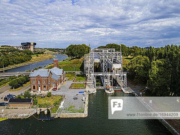 Luftaufnahme von Houdeng-Goegnies Lift No 1  UNESCO-Weltkulturerbe  Schiffshebewerke am Canal du Centre  La Louviere  Belgien  Europa