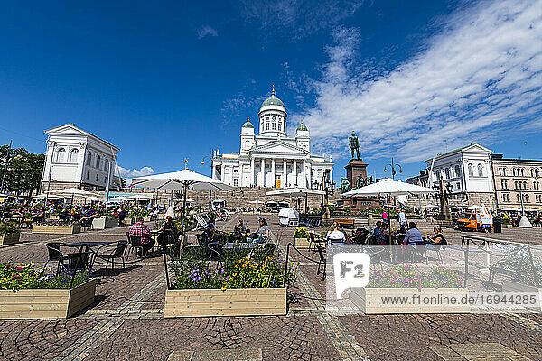 Senatsplatz vor dem Dom zu Helsinki (lutherischer Dom)  Helsinki  Finnland  Europa