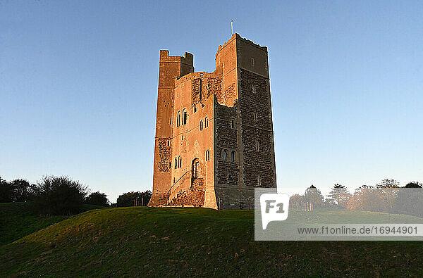 Orford Castle  erbaut von König Heinrich II. zwischen 1165 und 1173 zur Festigung der königlichen Macht in der Region  Suffolk  England  Vereinigtes Königreich  Europa