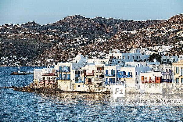 Klein Venedig bei Sonnenuntergang  Horta  Mykonos  Kykladen  Griechische Inseln  Griechenland  Europa