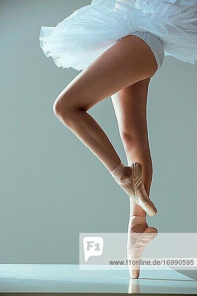 Junge Frauen tanzen Ballett